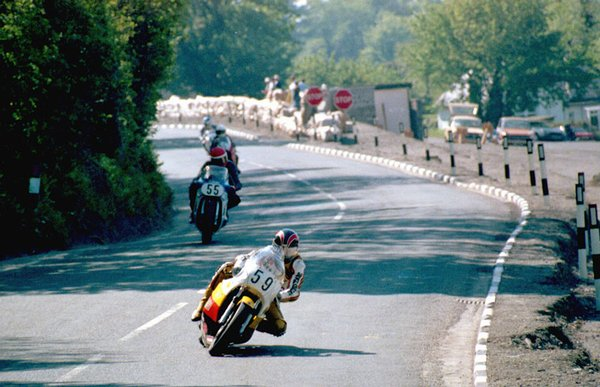 1985 F1 TT - Quarry Bends - Graham Ruttle in front