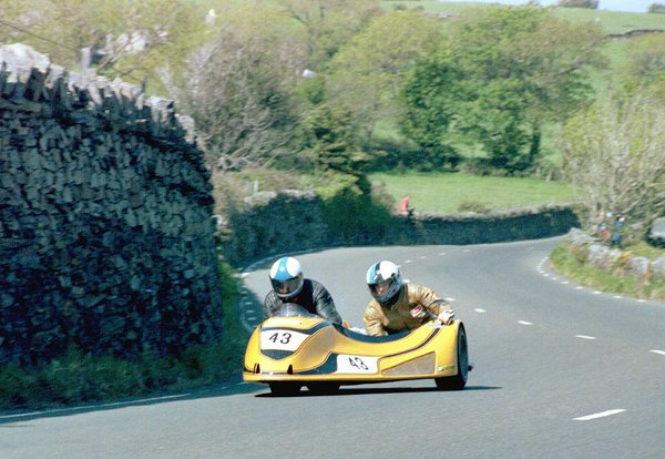 1985 Sidecar Race A - Tower Bends - Dave Saunders is in the chair