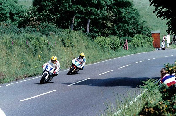 Approaching Gooseneck - Junior TT 1992 Ian Lougher in Pursuit