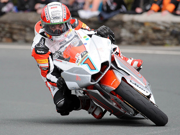 Michael Rutter on his way to victory in the 2012 SES TT Zero