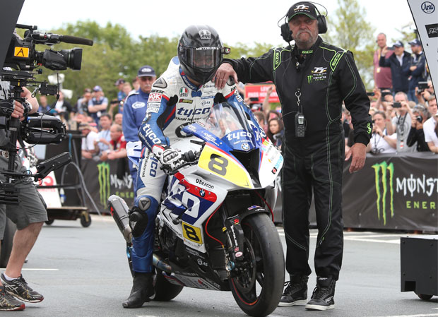 Guy Martin starts the 2015 PokerStars Senior TT riding the Tyco BMW Motorrad by TAS Racing. Credit Stephen Davison/Pacemaker Press Intl.