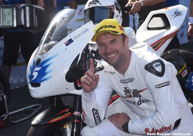 Bruce Anstey wins SES TT Zero for Mugen