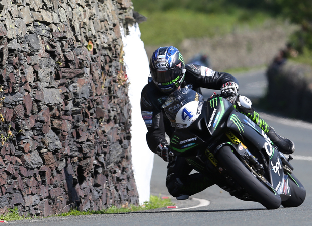 Ian Hutchinson at Tower Bends on his way to victory in the Monster Energy Supersport TT Race 1. Credit Dave Kneen/Pacemaker Press Intl