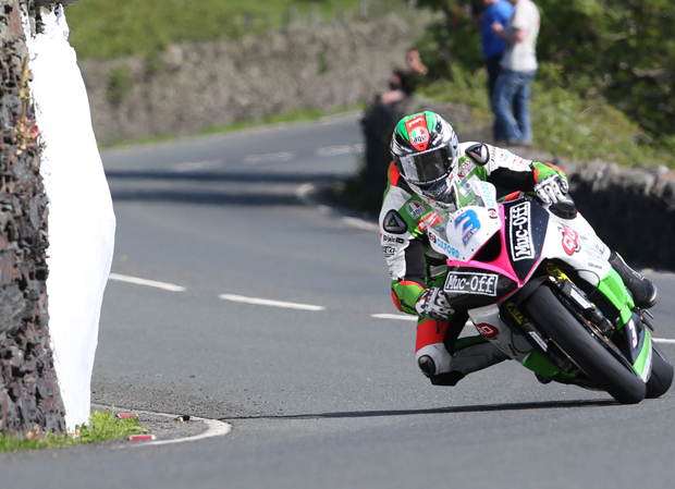 James Hillier at Tower Bends in Monday morning's Monster Energy Supersport TT Race 1. | Credit Dave Kneen / Pacemaker Press Intl