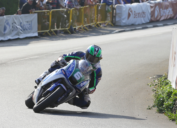 Ivan Lintin at Ginger Hall on his way to winning the Lightweight TT. Credit Dave Kneen/Pacemaker Press Intl.