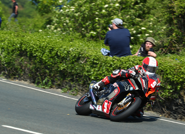 Michael Rutter, RL360º Quantum Superstock TT Race. Photo Credit Double Red