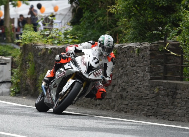 Peter Hickman sweeps through Union Mills during the Senior TT in 2015
