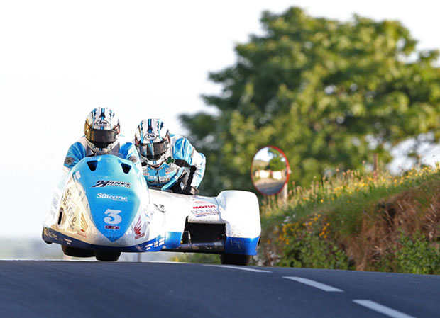 Holden & Winkle lead sidecar qualifying times at TT 2016 with a lap in excess of 113mph