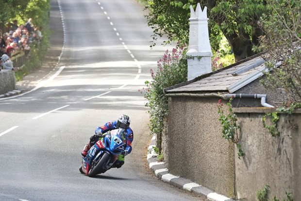 Michael Dunlop at the bottom of Barregarrow on the Bennetts Suzuki Superstock machine