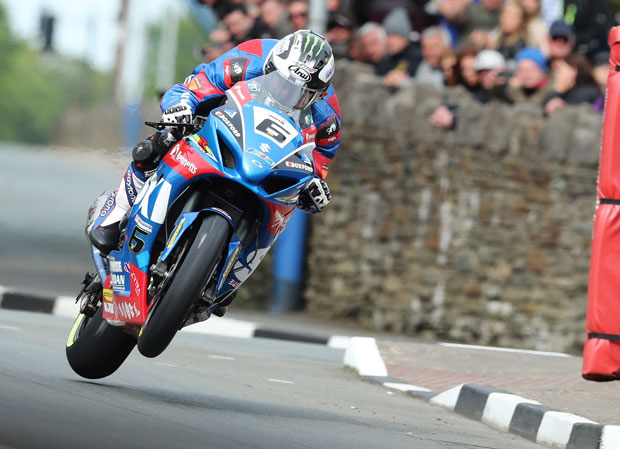 Michael Dunlop at St Ninian's crossroads in PokerStars Senior TT Race: Photo credit Dave Kneen/Pacemaker Press Intl