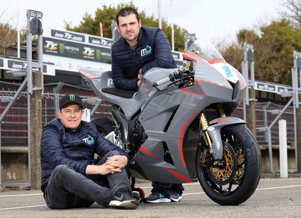 John McGuinness with new Supersport team boss Michael Dunlop and the MD Racing Honda CBR600 he'll race at TT 2018