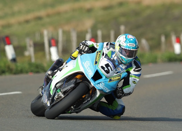 Dean Harrison on his way to a 133.4mph lap. Photo Dave Kneen / Pacemaker Press Intl.
