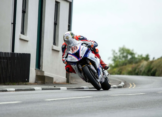Peter Hickman at Kirk Michael. Photo Tony Goldsmith / Pacemaker Press Intl.