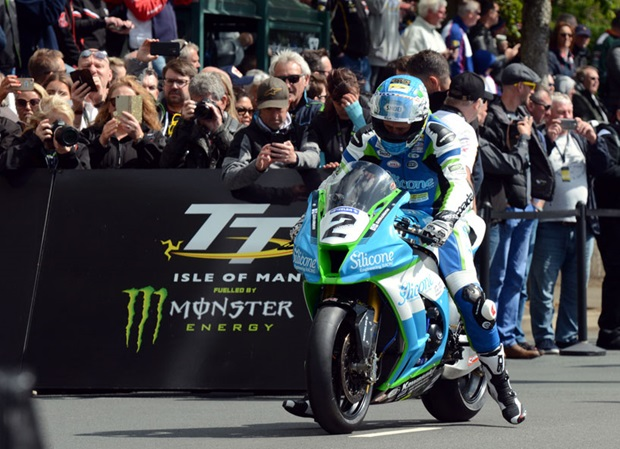 Dean Harrison at the startline for the RST Superbike TT Race. Photo: RP Watkinson
