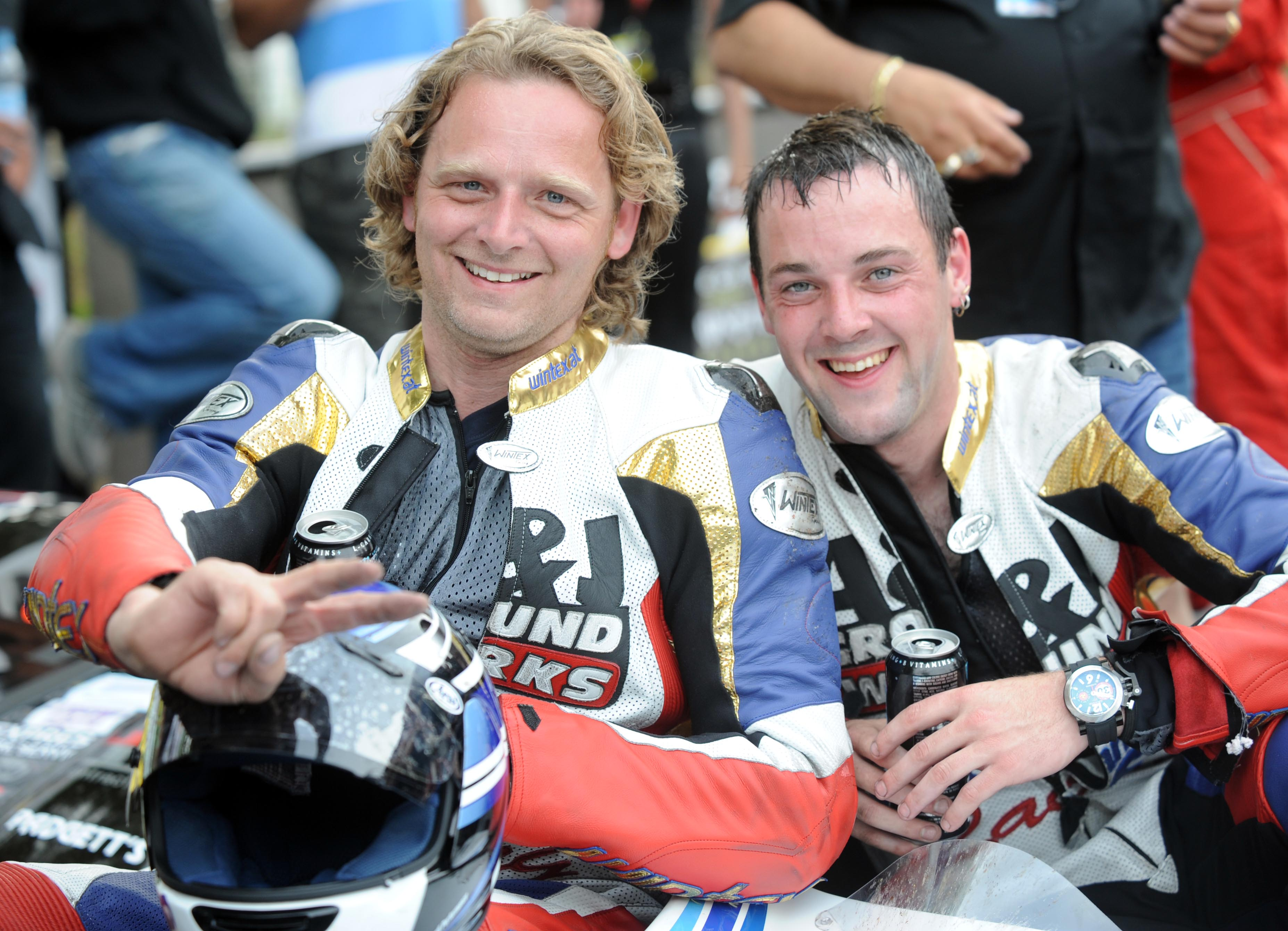 World Champions And Eight Newcomers In Increased Tt Sidecar Field Tt2011 Sidecars For 2011 The Worlds 1 Website